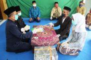 Akad Nikah, Sejoli di Jombang Jabat Tangan dengan Penghulu Pakai Tali
