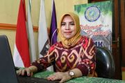 Mengenal Eny Rosidhah, Kepala SMK Swasta Termuda di Jombang
