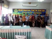 Delapan Dosen Terima Kado Cincin dari Ketua STKIP PGRI Jombang