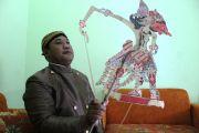 Anom Antono, ASN Pemkab Jombang yang Eksis Uri-Uri Seni Wayang Kulit