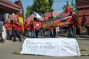 Tuntut Pembayaran THR, Buruh PT SGS Diwek Demo Lagi