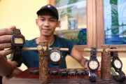 Uniknya Jam Tangan dari Limbah Kayu Sonokeling, Tembus Pasar Bali