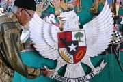 Suparto, Perajin Miniatur Garuda Pancasila Asal Kabuh