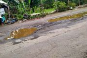 Warga Keluhkan Jalan Kubangan dan Berharap Segera Diperbaiki