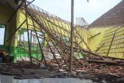 Lapuk, Atap Balai Desa Grobogan Ambruk