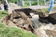 Jembatan Payak Ambrol