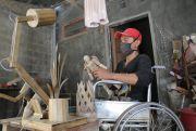Olah Bambu Jadi Kerajinan Bernilai