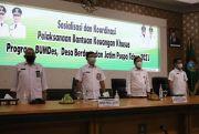 DPMD Jombang Serahkan Bantuan Keuangan Khusus