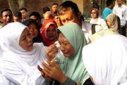 Gubernur Jatim Khofifah Beri Tangan Palsu agar Wiji Produktif