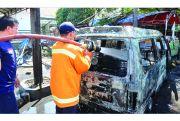 Mobil Hangus Terbakar di Jalan