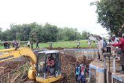 Pantau Penanganan Banjir, Mas Novi Ajak Hijaukan Lahan Gundul