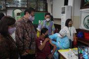 Menko Airlangga Berkunjung ke Sentra Vaksinasi Serviam