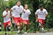Tingkatkan Power, Pemain Persik Lahap Menu Fisik di Gua Selomangleng