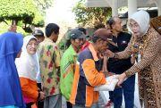 Bupati Sri Sumarni Salurkan 800 Paket Sembako