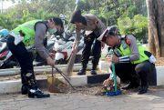 HUT Bhayangkara, Ratusan Anggota Polres Bersihkan Lingkungan Masjid