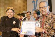 H. Atna Tukiman Raih Penghargaan Tokoh Inspiratif Radar Kudus Award