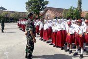 Prajurit Koramil Ajarkan Bela Negara ke Siswa Baru
