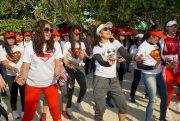 Zumba Party Goyang Ribuan Warga Pantai Bandengan