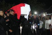 Jenazah Anggota Brimob Korban Jatuhnya Pesawat di Papua Dimakamkan