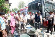 Kekeringan di Kudus Meluas, Polres Droping Air Bersih ke Warga