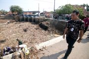 Sulit Keruk Sampah, Sekda Kudus Sarankan Tanggul Sungai Piji Dijebol