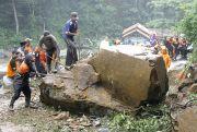 Longsoran Batu Besar di Kudus Sempat Tutup Akses Jalan 6,5 Jam