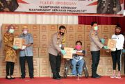 Kapolda Jateng Turun Gunung ke Grobogan, Bagikan Ribuan Paket Sembako