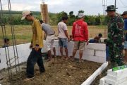 Satgas Bersama Warga Kebut Bangun Pos Kamling TMMD Secepat Kilat