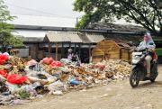 Kumuh, Sampah Bau Busuk di Pasar Pamotan Meluber ke Jalan