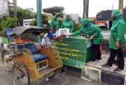 Istri Tentara Kodim Rembang Berbagai di Jumat Berkah