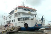 Cuaca Buruk, Pelabuhan Jepara Tak Berangkatkan Penumpang ke Karimun