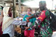 Tentara Bantu Penyaluran Sembako