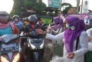Bagi Takjil dan Istighotsah di Monumen Ari-Ari Kartini