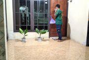 Relawan di Grobogan Berbagi Makanan bagi Warga Isoman