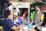 Humanis, Polres Grobogan Patroli sambil Bagi Sembako