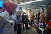 Asyiknya Main Wayang Limbah Bareng Gubernur Jateng Ganjar Pranowo