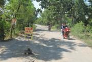 Badan Jalan Rusak, Warga Dipaksa Hirup Debu