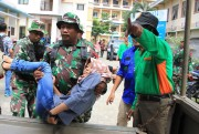 Personel TNI dan BPBD Evakuasi Warga