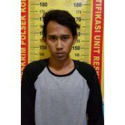 Sembunyikan SS di Lipatan Celana, Polisi Tangkap Warga Surabaya