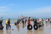 Ribuan Wisatawan Kunjungi Pantai Camplong