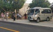 Maksa Nyalip Truk di Jalan Raya Taddan, Mini Bus Tabrak Pikap