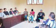 Protes Polisi Lepas Penjual Helm Curian