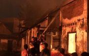 Diduga Korsleting, Lima Rumah dan Dua Warung di Bangkalan Terbakar
