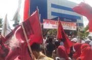 Dana PKH Rp 7 Miliar Tak Dicairkan, Massa Datangi Kantor BRI Sampang
