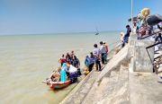 Saat Air Laut Surut Biasa Mencebur untuk Bisa Naik Perahu