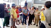 Nelayan Luruk Kantor UPT Pelabuhan Pasongsongan