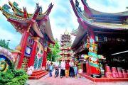 Vihara Avalokitesvara yang Selalu Ramai pada Libur Akhir Tahun