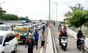 Lebaran Ketupat, Antrean Kendaraan Mengular di Jembatan Suramadu