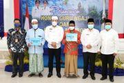 Bupati Slamet Junaidi Serahkan Bantuan Kepada Guru Ngaji dan Marbot