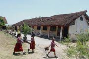 Bangunan Sekolah Mengenaskan, Siswa Diungsikan